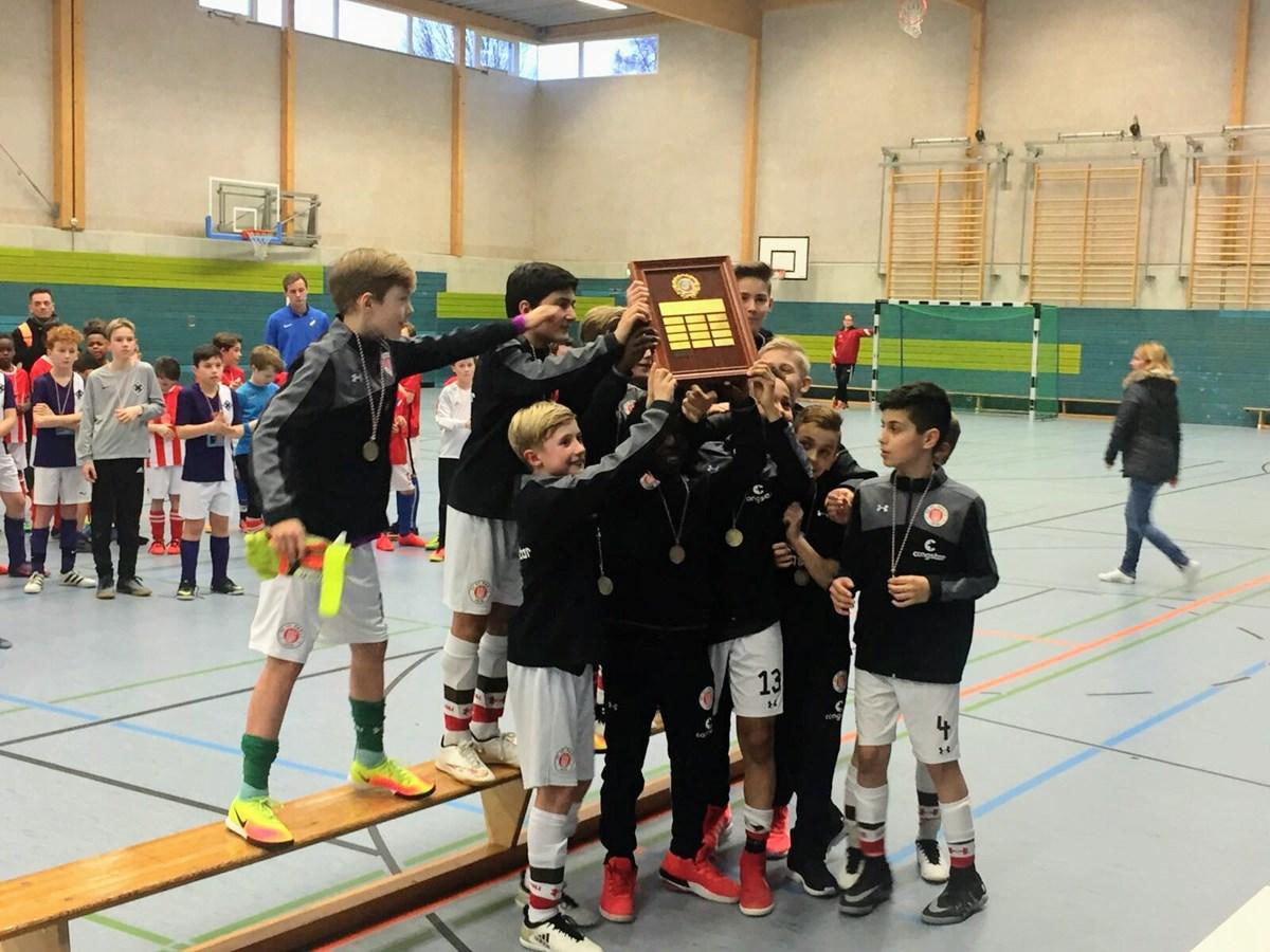 Unsere U11 bejubelt die Hamburger Hallenmeisterschaft