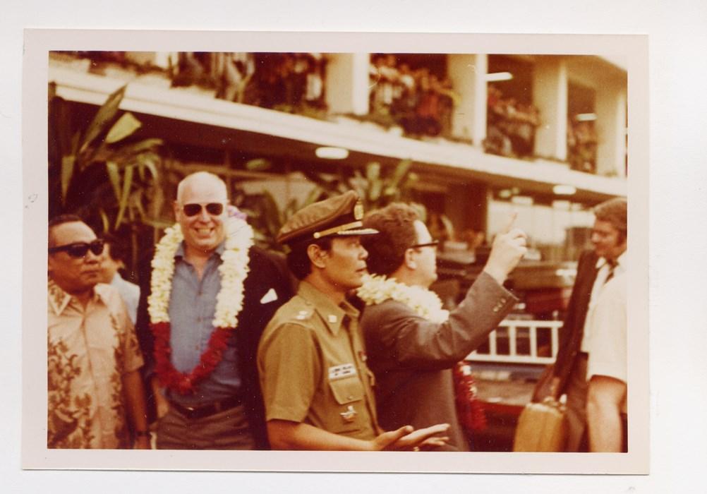 Präsident Ernst Schacht (2.v.l.) bei der Ankunft in Jakarta