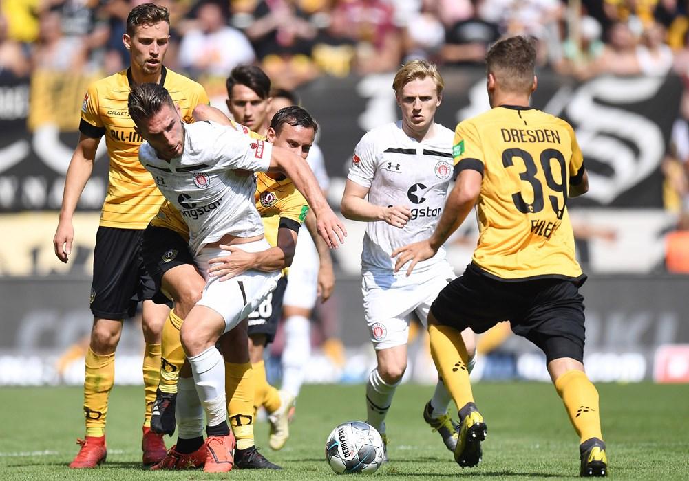Erst lief es in Dresden richtig gut, am Ende reichte die 3:0-Führung aber nicht, um drei Punkte mit nach Hamburg zu nehmen.