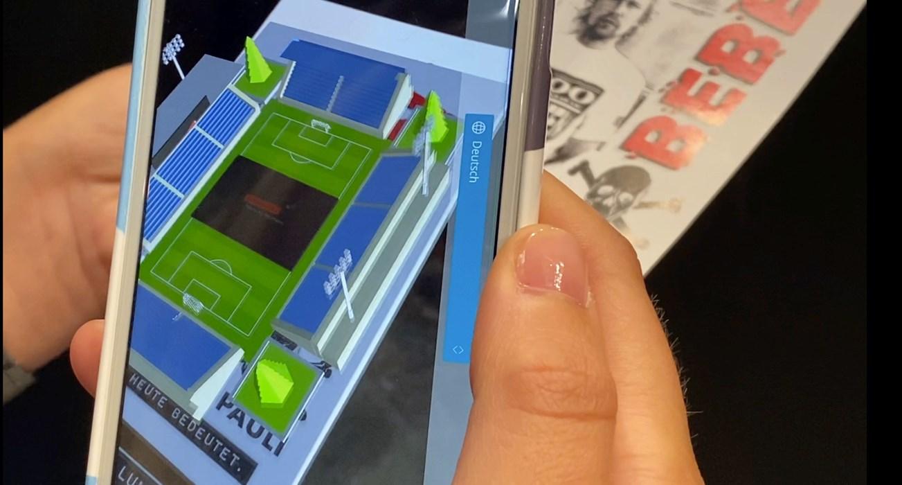 """""""Augmented"""" bzw. """"Extended Reality"""" im Einsatz: der KIEZBEBEN-Flyer wird auf dem Smartphone-Screen um virtuelle Elemente erweitert."""