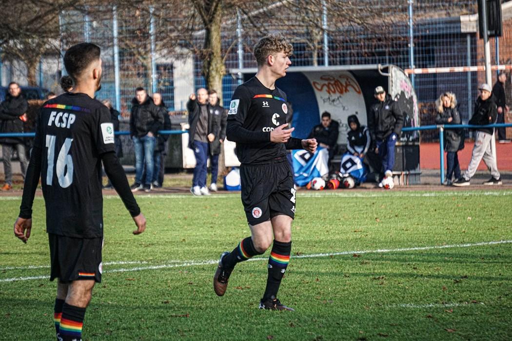 Velson Fazlija (links) und Lennart Becker (rechts) treffen mit der U17 auf Werder Bremen.