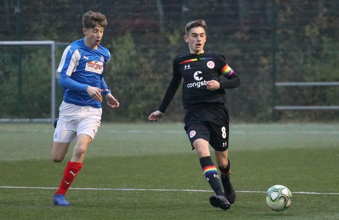 Niklas Jovanovic und die U15 wollen mit einem Sieg über den VfB Lübeck in die Winterpause gehen.
