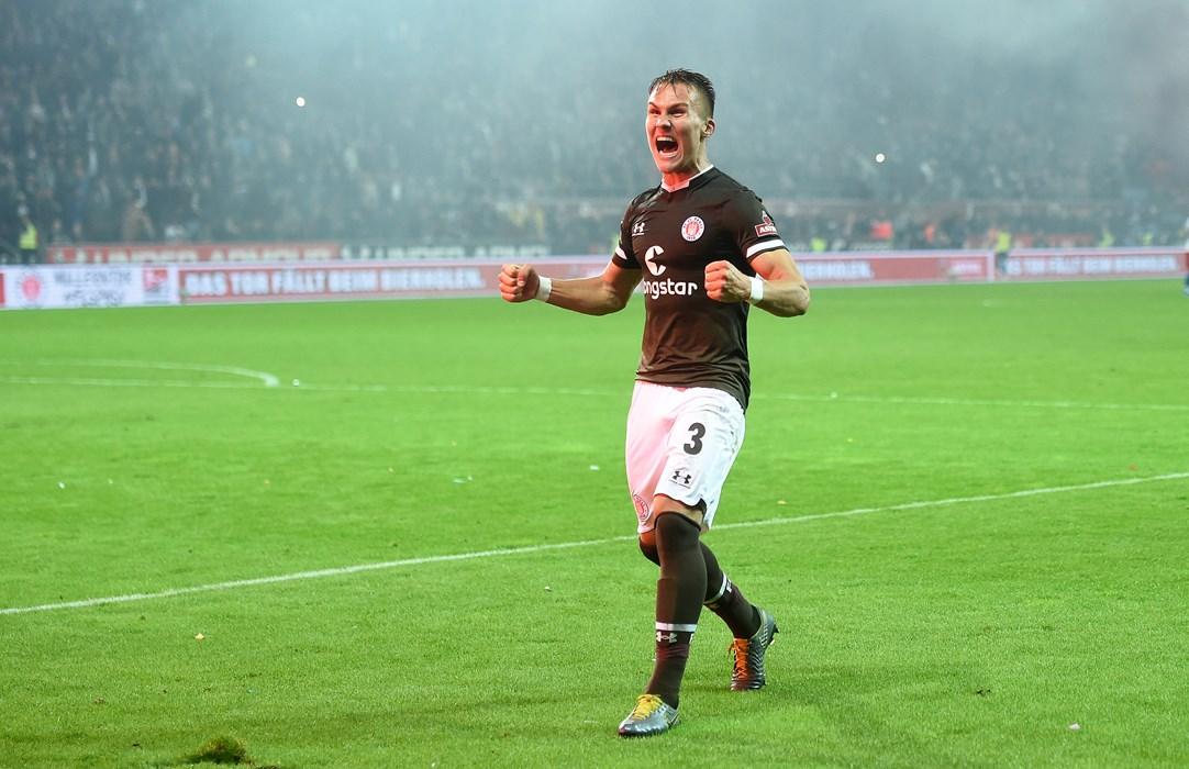 Leo Østigård schreit seine Freude nach dem Derbysieg heraus!
